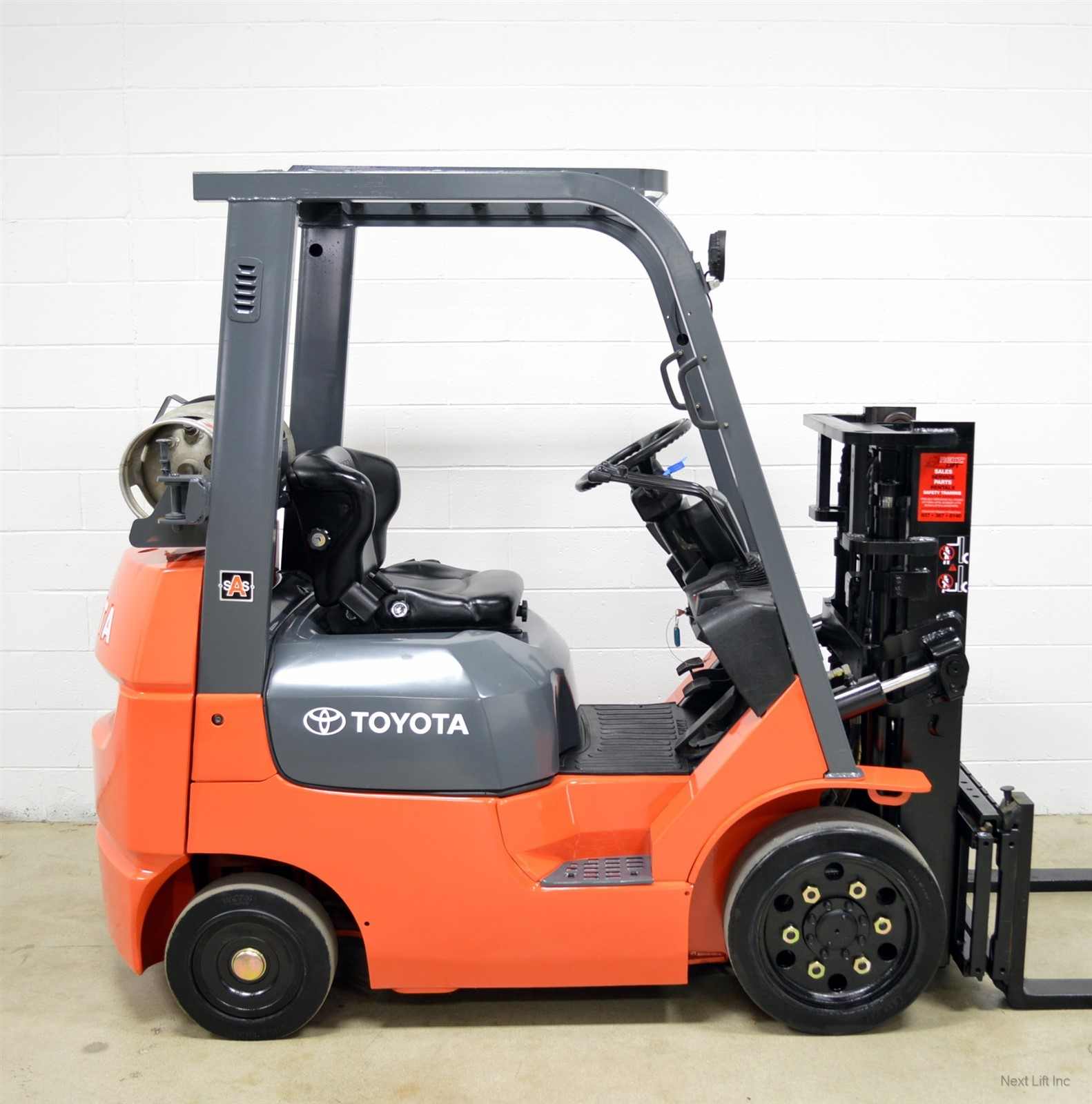 """Cheapest Truck Rental >> """"truck mast"""" type forklifts with really short masts... are ..."""